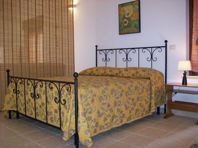 stanza-gialla-letto1